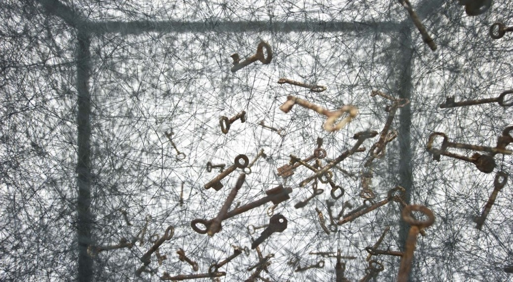 chiharu-shiota_state-of-being_keys_-detail_-2016_courtesy-the-artist-and-blainsouthern_photo-christian-glaeser