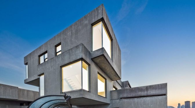 """VISION OF LIVING"" HABITAT '67 REFURBISHED BY SAFDIE"